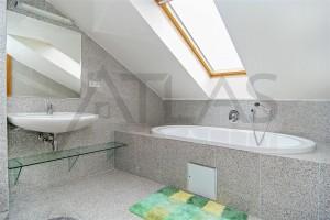 koupelna s vanou - Pronájem bytu 4+1 Praha 1 - Staré Město, Řeznická