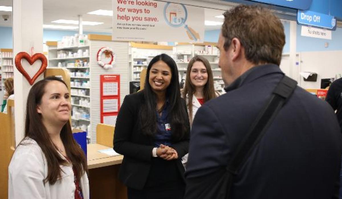 Americký kongresman Mark Walker vrátil do lékárny zbylé léky na předpis určené k likvidaci