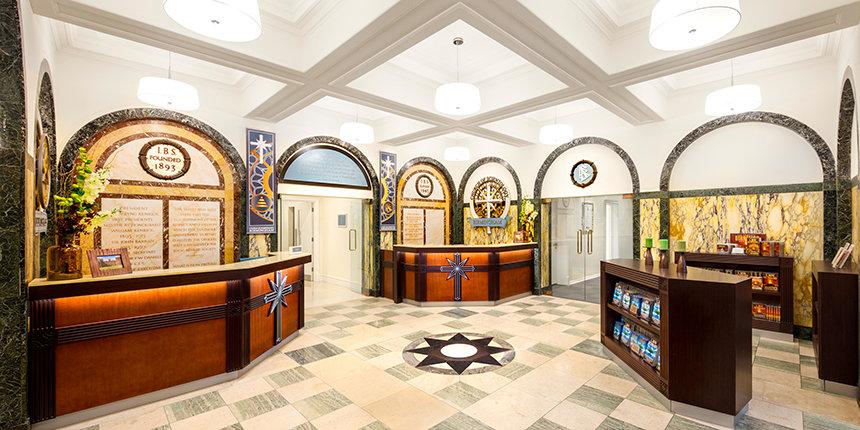 prostor recepce v Scientologické církvi Birmingham ve Velké Británii