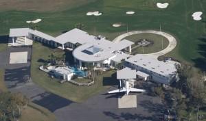 Dům herce Johna Travolty je doslova letiště s přistávacími drahami