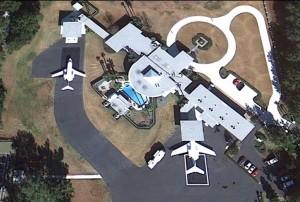 John Travolta je nejen herec ale i dopravní pilot