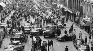 Tato fotografie byla pořízena první ráno po přechodu Švédska z levostranného provozu na pravostranný 1967