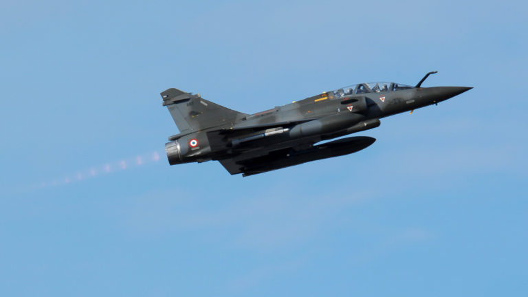 Stíhačka Armee de l'Air (francouzské letectvo) Dassault Mirage 2000 vzlétla na misi během rudé vlajky na Aljašce 10. dubna 2007